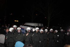 """© Redaktion Kein Veedel für Rassismus, Riehl, """"Pro Köln"""" wollte eine Info-Veranstaltung der Stadt Köln zu einem Wohnheim für geflüchtete Menschen statt stören."""