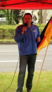 © Redaktion Kein Veedel für Rassismus - Fotoinfo: Dominik Roeseler (Pro NRW) ist Anmelder der Hooligen-Kundgebung.