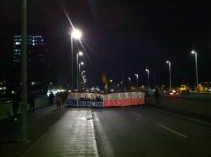 © Redaktion Kein Veedel für Rassismus - Fotoinfo: Die Straße gehört uns. Demospitze auf der Deutzer Brücke in Richtung Roncaliplatz