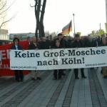 """© Redaktion Kein Veedel für Rassismus - Fotoinfo: """"Pro Köln""""-Demonstration mit der NPD 2003 in Köln-Mülheim (mit Hut und Brille: Judith Wolter)"""