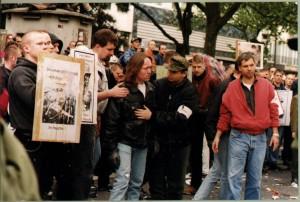 © Redaktion Kein Veedel für Rassismus - Fotoinfo:  Bernd Michael Schöpe mit den Nazi-Kadern Elbing, Klug, Wölk und Worch 1999 in Köln.