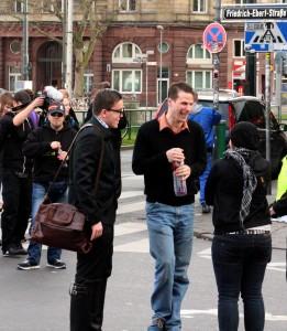 © Redaktion Kein Veedel für Rassismus - Fotoinfo: Christopher von Mengersen, Bastian Pufal und Melanie Dittmer auf der Dügida-Demonstration am 13.04.2015