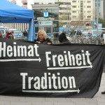 © Redaktion Kein Veedel für Rassismus - Fotoinfo: Dügida-Organisatorin Melanie Dittmer